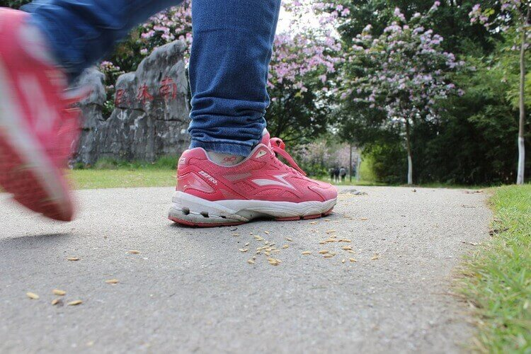 can i wear walking shoes for running
