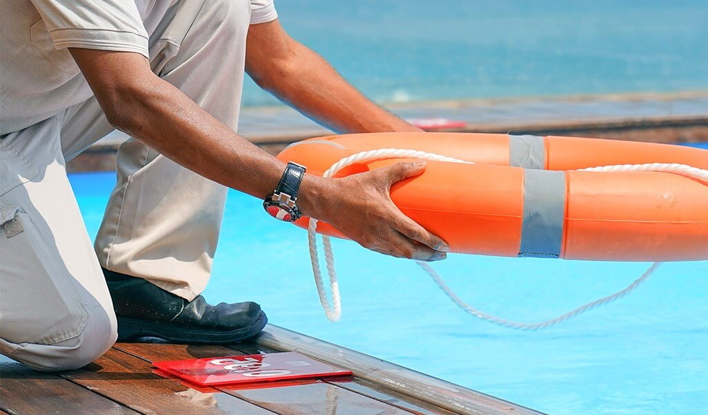 best Shoes For Lifeguards